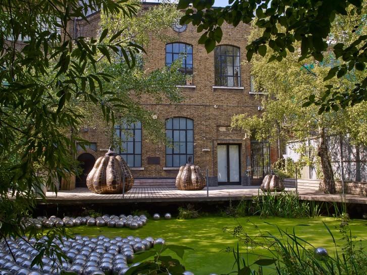 <p>Installation View, Yayoi Kusama,&#160;<em>Pumpkins</em>, Garden, Victoria Miro, 16 Wharf Road, London N1 7RW, 2014</p>