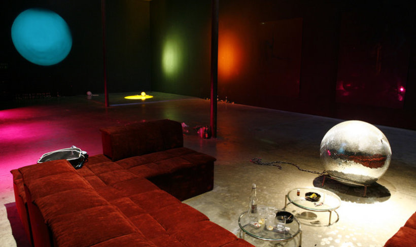 """<p>Installation view, Elmgreen & Dragset,<span style=""""line-height: 1.5em;""""><em>Too Late</em>,</span><span style=""""line-height: 1.5em;"""">Gallery I, Victoria Miro, 16 Wharf Rd, London, N1 7RW,</span><span style=""""line-height: 1.5em;"""">2008</span></p>"""