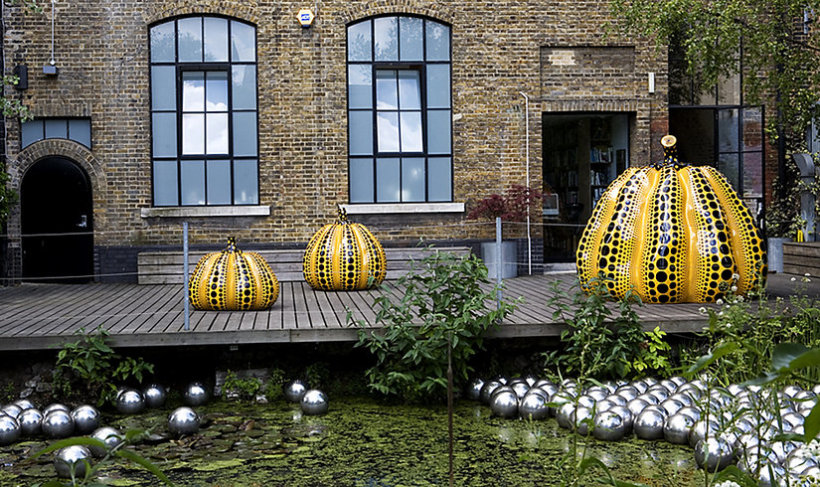 "<p><i>Pumpkins</i>, 2009<br /><span style=""line-height: 1.5em;"">Installation View, Yayoi Kusama, <em>Outdoor Sculpture</em>, Victoria Miro Garden,</span><span style=""line-height: 1.5em;""> 16 Wharf Road, London, N1 7RW, 2009. </span>Photo: Alex Atwater</p>"
