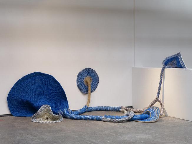 <p>Superflux 2, 2007<br /><em>Sewn rope, 400 x 230 x 160 cm 157.5 x 90.6 x 3 in</em></p>