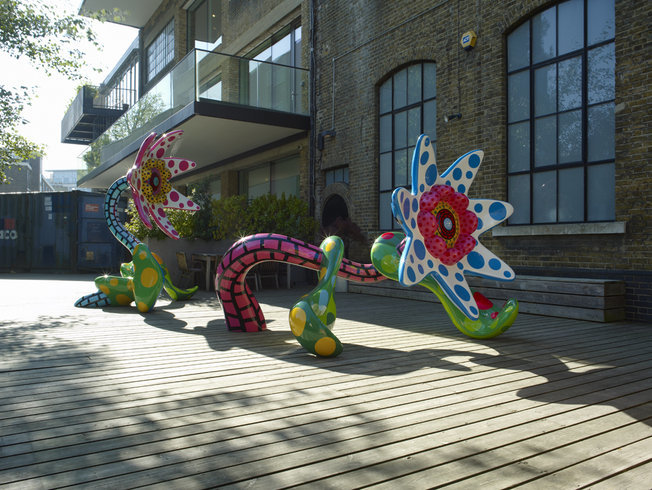 <p>Installation View, Yayoi Kusama, <i>Flowers That Bloom Tomorrow&#160;</i>,&#160;Victoria Miro Garden, 16 Wharf Road, London, N1 7RW, 2010</p>