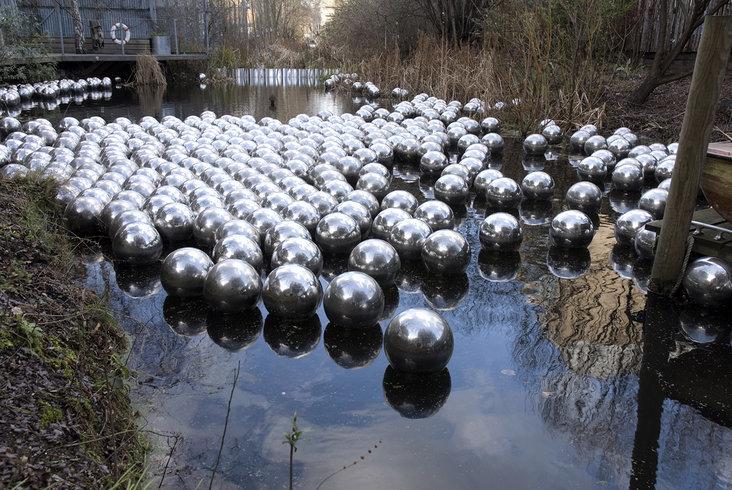 <p>Narcissus Garden, 1966<br /><em>Set of 500 stainless steel spheres, Diameter each 30 cm, 11.8 in</em></p>