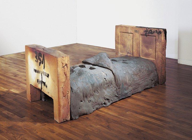 <strong>Antoni Tàpies</strong>, <em>Llit obert / Open Bed</em>, 1986