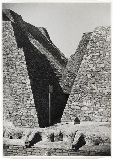 <strong>Josef Albers</strong>, <em>Untitled (Tenayuca, Mexico) (JAAF 1976.7.452)</em>, 1937
