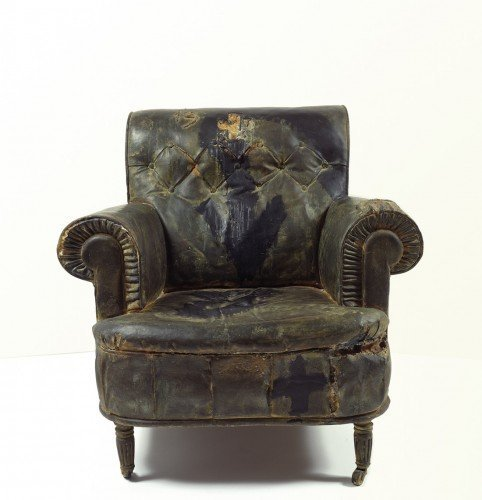 Antoni Tàpies, The Armchair (La Butaca), 1970, paint on bronze, 88 x 90 x 87 cm. Collecion Fundació Antoni Tàpies, Barcelona © Fundació Antoni Tàpies, Barcelona/VEGAP, Bilbao, 2013. Source of the images: VEGAP Image Bank