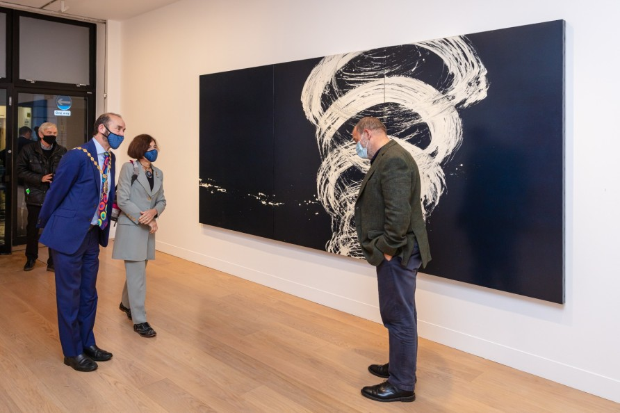 Lord Mayor of Westminster visits 'Fabienne Verdier: Vortex' at Waddington Custot. Image courtesy of Mayfair Art Weekend. ©️ Dan Weill.