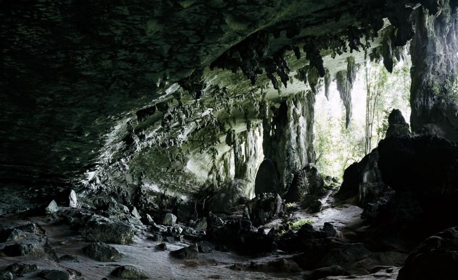Axel Hütte, Niah Cave-1, Borneo, 2008, C-print, 172 x 257 cm