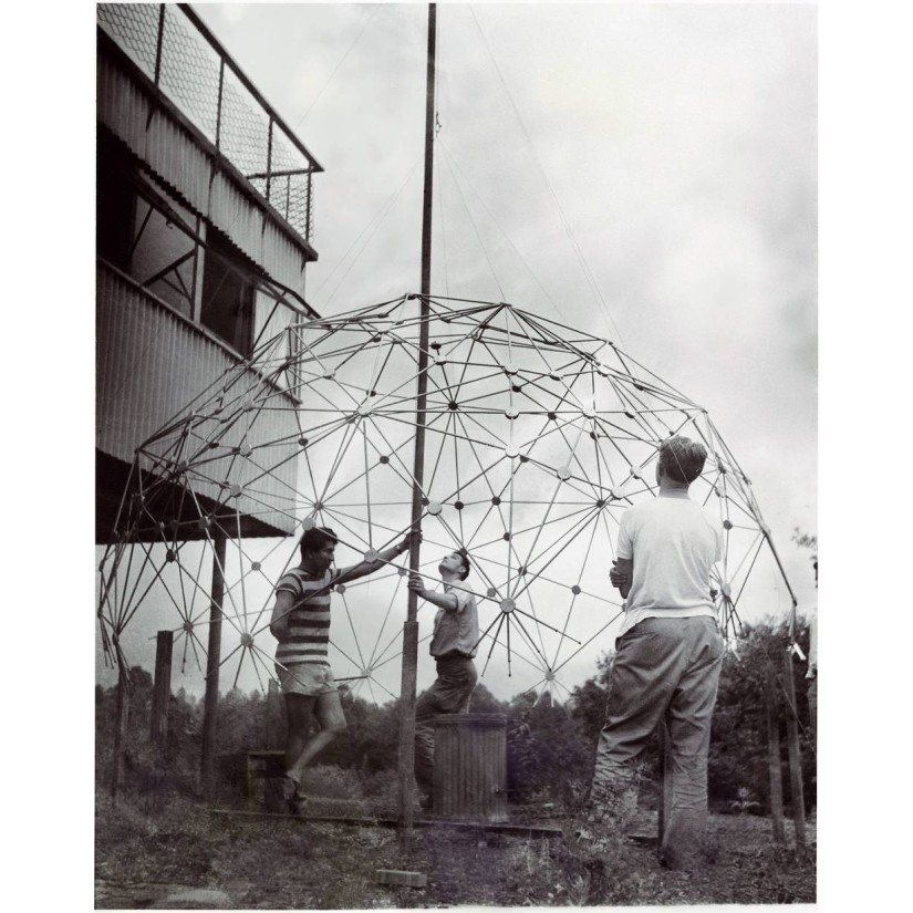 Black Mountain College: Buckminster Fuller Class, Lake Eden Campus Sommer, 1949. © Courtesy of Western Regional Archives, States Archives of North Carolina. Photo: Masato Nakagawa