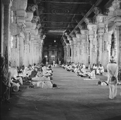 Derry Moore, Pilgrims in Minakshi Temple, Madurai