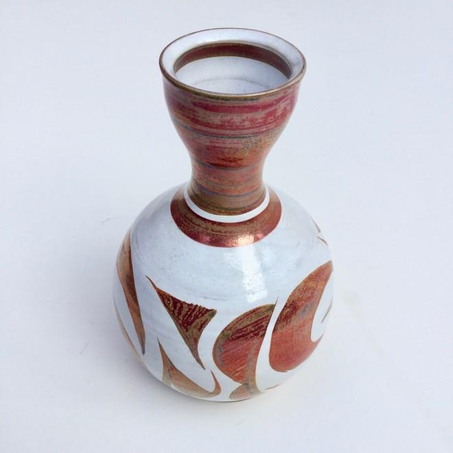 An Aldermaston Pottery bottle vessel