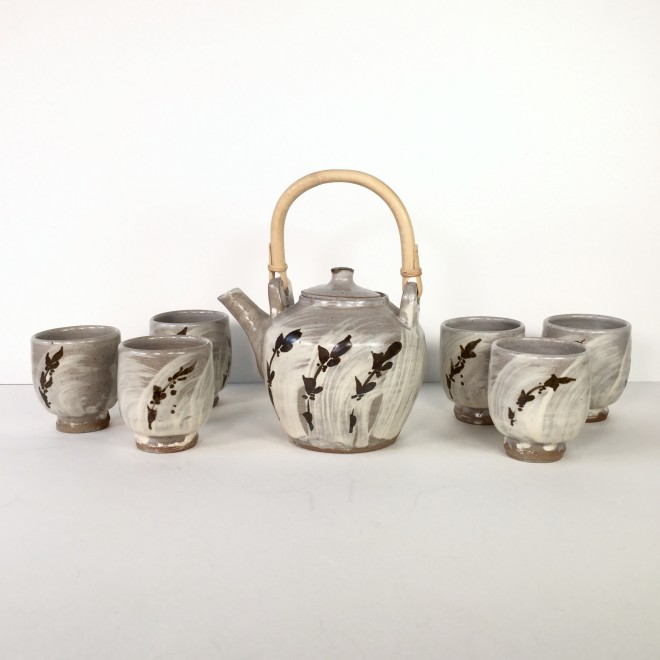 Teapot with six cups