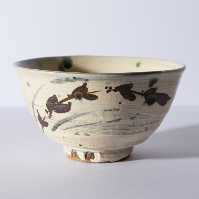 Bowl with rushes