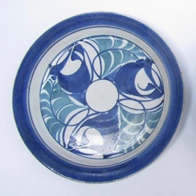 An Aldermaston Pottery plate