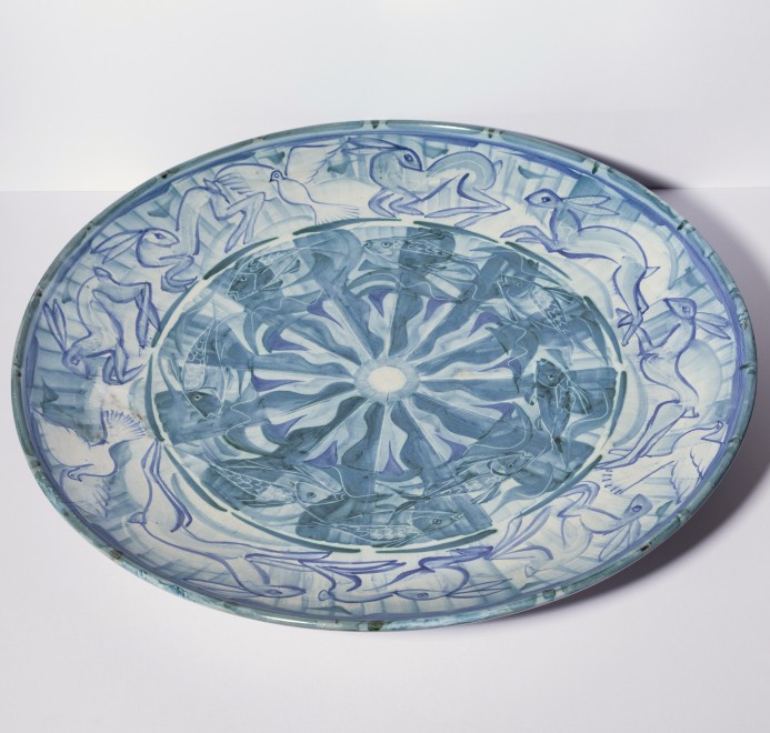 Very large plate with fish, hares and doves