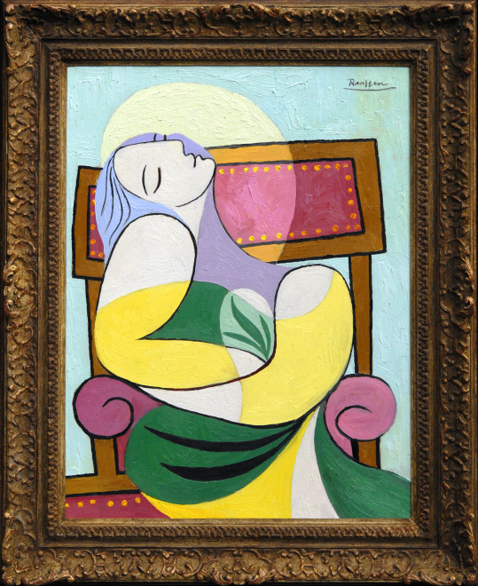 Size M   Seated woman in a green and yellow dress