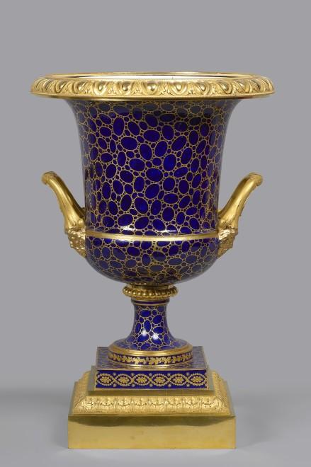 A Louis XVI Sèvres Medici vase à tête de Jupiter
