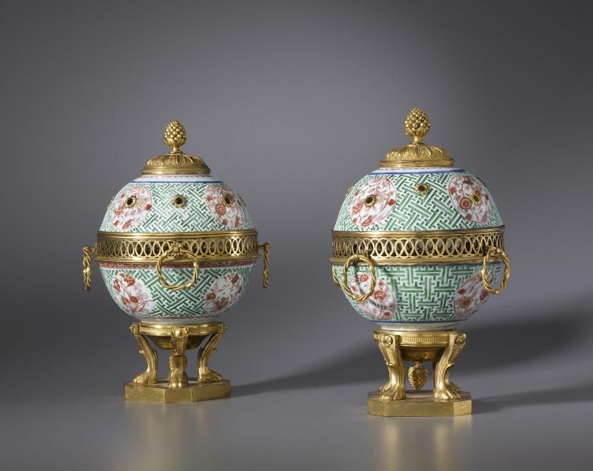 A pair of Régence pot-pourri vases with lid