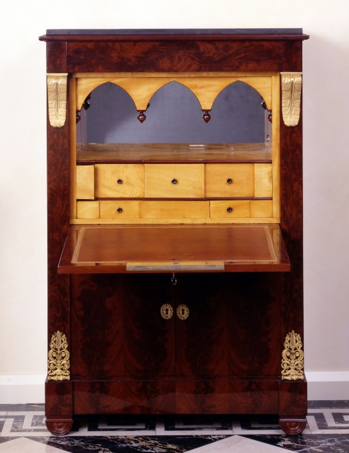 An Empire  three-drawer commode and matching secrétaire à Abattant attributed to Jean-Jacques Werner