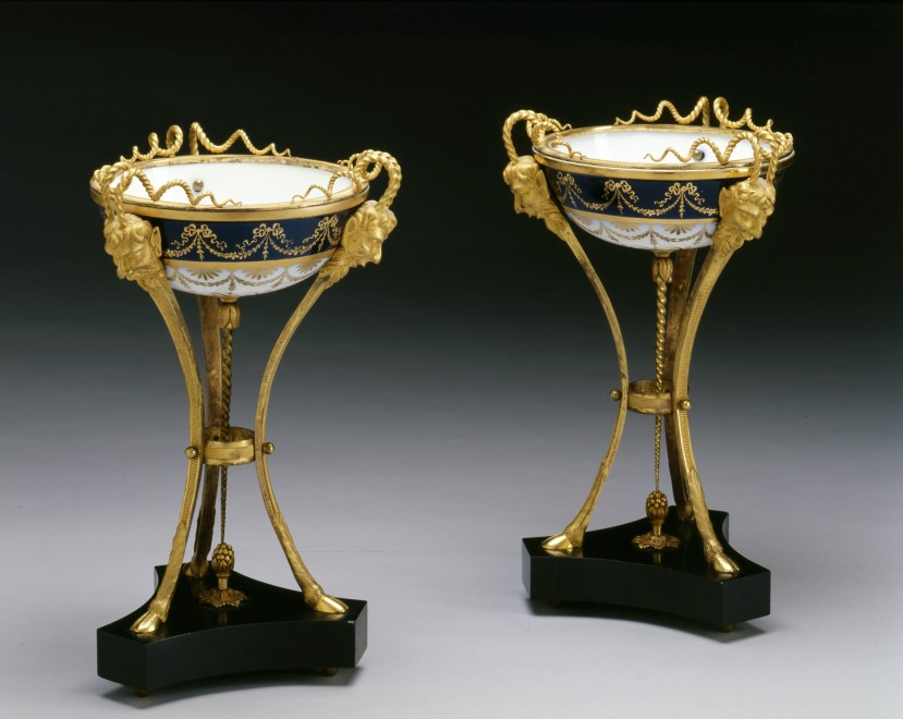 A pair of Louis XVI dishes, by Sèvres