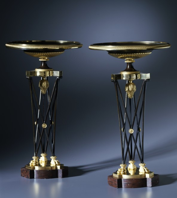 A pair of Empire coupes, each shaped as a tripod athénienne