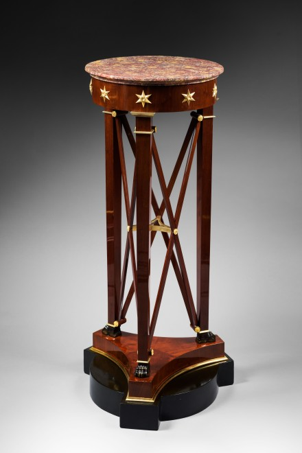 A pair of Empire pedestal sellettes à bande croisée attributed to Jacob-Desmalter et Cie, after a design by Charles Percier