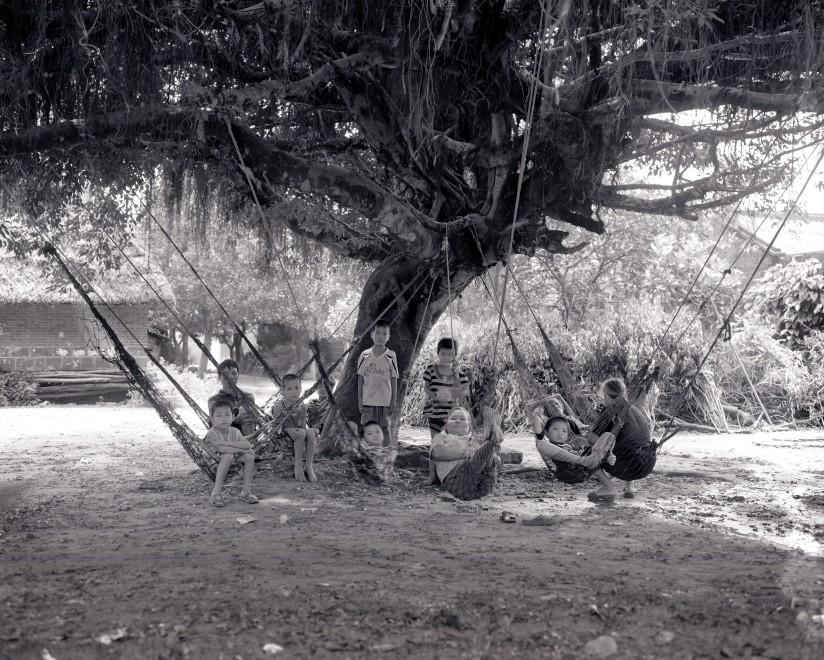 "肖日保 ""大树底下""系列  Xiao Ribao Under the Big Tree Series  2009"