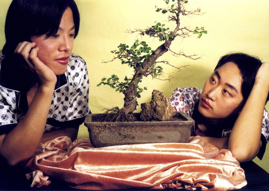 杨福东 Yang Fudong,情氏物语之四季青 6 The Evergreen Nature of Romantic Stories #6,1999 ,彩色合剂冲印 C-Print,78x110cm