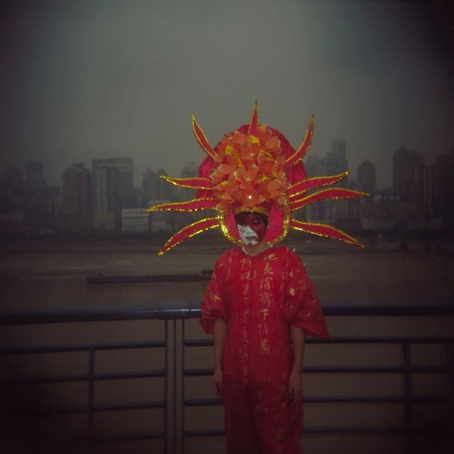 """张晓 Zhang Xiao,""""他们""""系列 02 They #02 ,2007,数字微喷 Inkjet Print,40×40cm"""