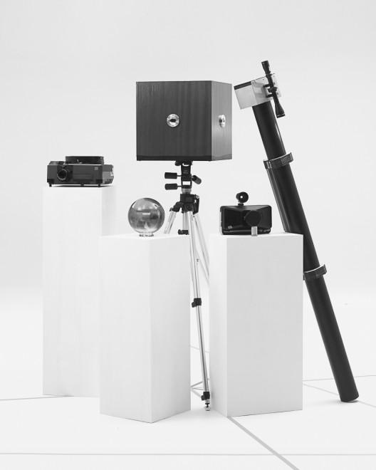 林博彦 & 黄承聪《两位业余摄影爱好者不合时宜的工具》  Lam Pok Yin Jeff & Chong Ng The Untimely Apparatus of Two Amateur Photographers  2015