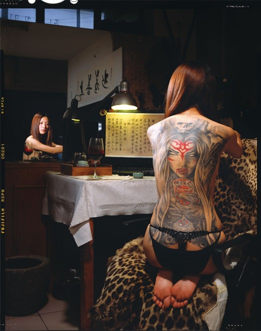 耿艺《满身花绣》  Geng Yi Embroidered Bodies  2010 - 2011