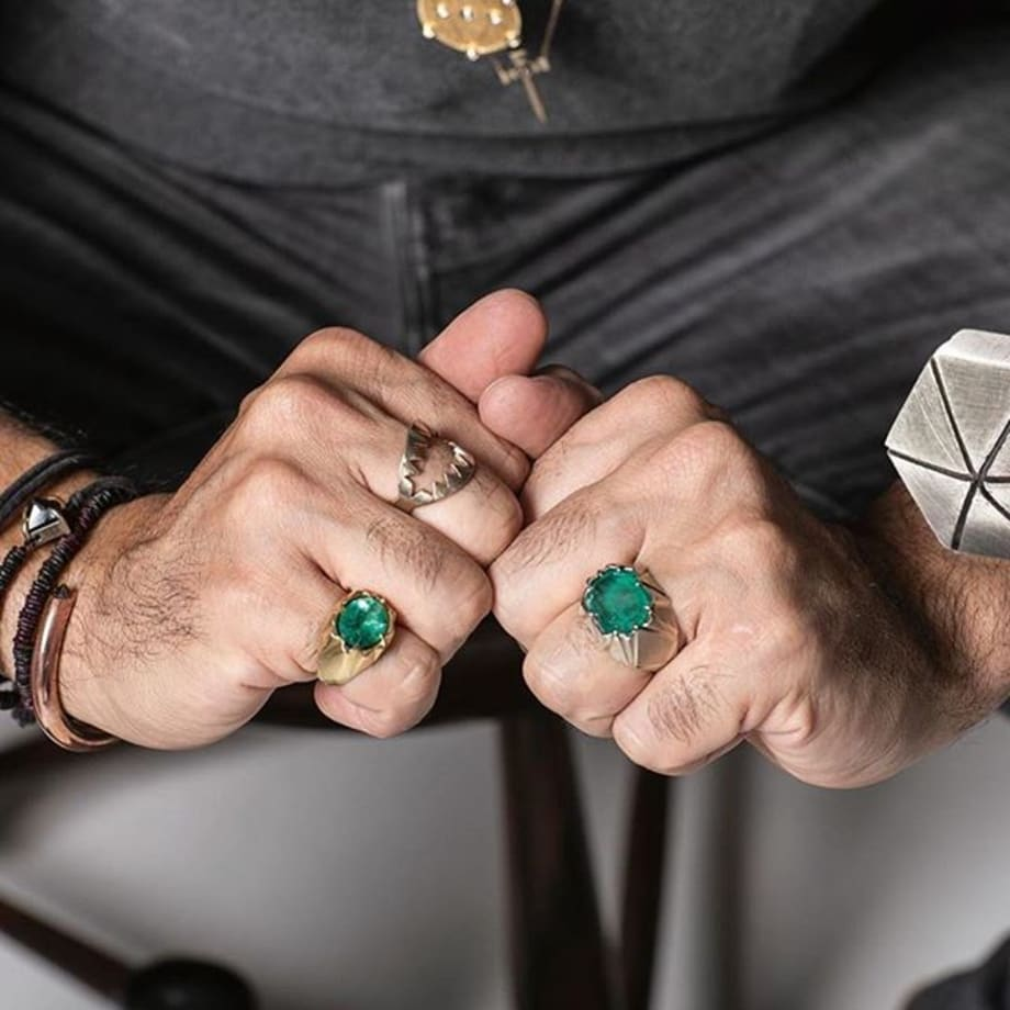 Discover @ara_vartanian unique and rare gemstones set using contemporary edgy designs. Booth n 1007 Latour #thecoutureshow @by_couture #couture2019 #coutureawards #ring #Columbia's emerald #yellowgold