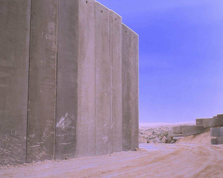 Catherine Yass  Wall/Al-Eizariya/end, 2004  Ilfochrome transparency, lightbox  107 x 132 x 16.5 cms / 42 1/8 x 52 x 6 1/2 ins  Edition 3/3 +2 AP