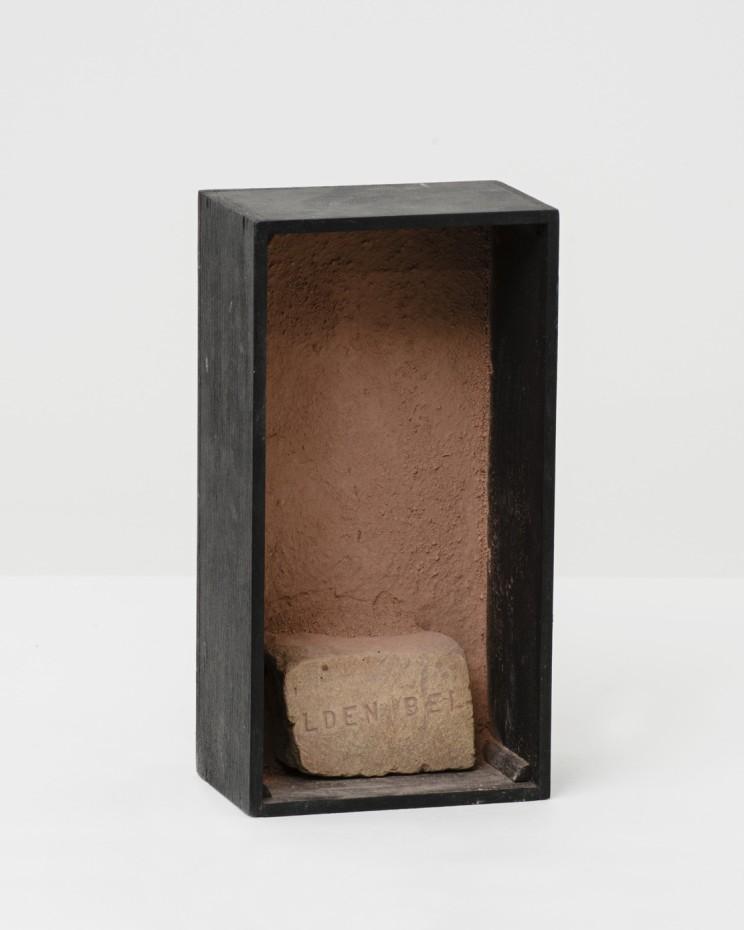 <div class=&#34;title&#34;><em>Lden Bel Rock</em>, 1967-68</div><div class=&#34;medium&#34;>Rock, earth, glue, painted wood</div><div class=&#34;dimensions&#34;>21.3 x 11.1 x 7.3 cm, 8 3/8 x 4 3/8 x 2 7/8 ins</div><div class=&#34;dimensions&#34;>&#169; Michelle Stuart</div>