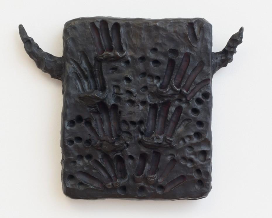 Erika Verzutti, Demônio, 2018, bronze and oil. © Erika Verzutti