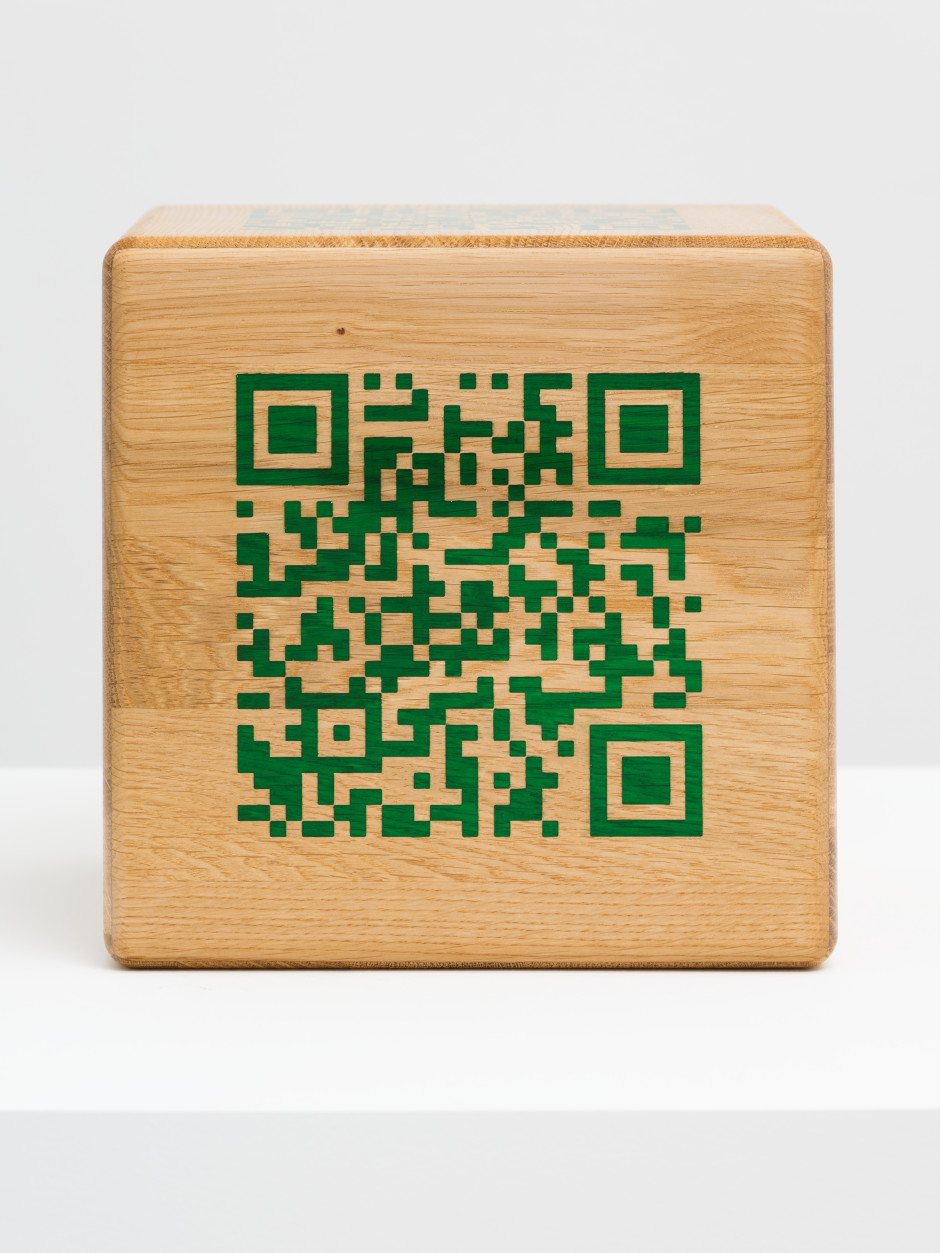 6 Sides of Scott Mendes  oak panels, epoxy adhesive, trans emerald epoxy filler  Cube size : 21.5 x 21.5 x 21.5 cm QR–Code size : 13.5 x 13.5 cm (each side has an individual code in the same size)