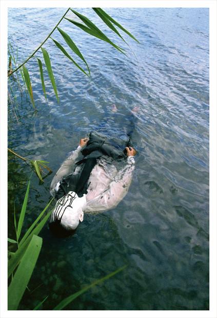 Dai Guangyu 戴光郁, Floating Object 漂浮物, 2006
