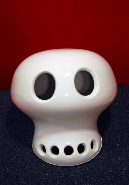 <span class=&#34;title&#34;>Skull<span class=&#34;title_comma&#34;>, </span></span><span class=&#34;year&#34;>2003</span>