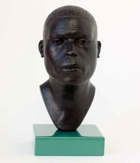<p><b>Thomas J Price</b><br /><i>Head 16</i><span>, 2014</span><br /><span>bronze, Perspex</span><br /><span>21 x 11 x 13 cm</span><br /><span>8 1/4 x 4 3/8 x 5 1/8 in</span><br /><span>edition of 3 plus 1 artist's proofs #2/3</span></p>