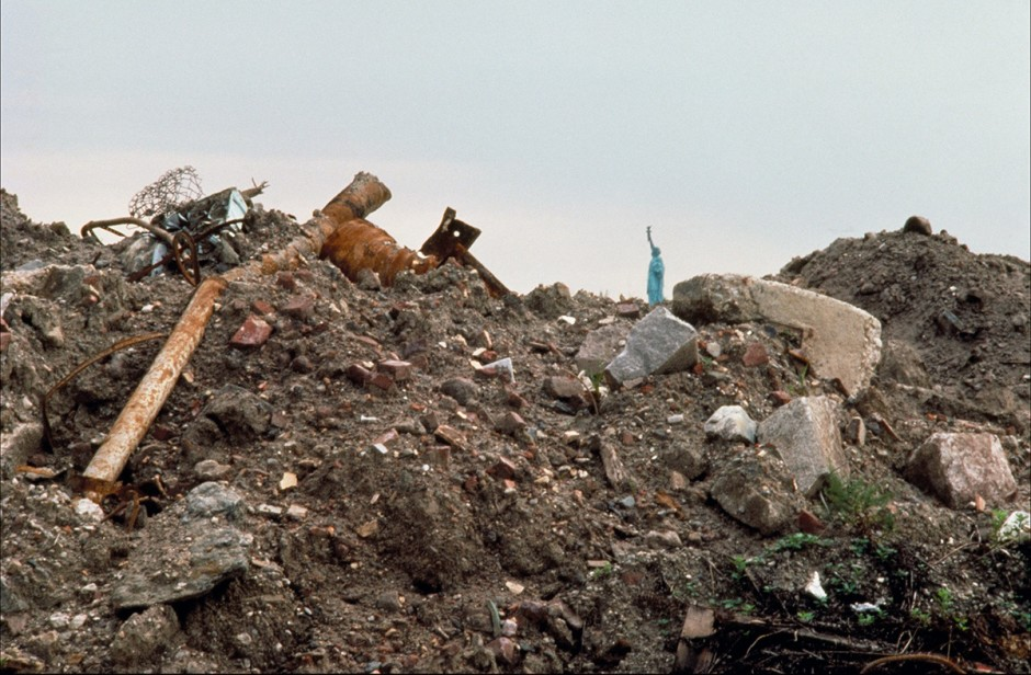 Agnes Denes, Wheatfield - A Confrontation: Battery Park Landfill, Downtown Manhattan – Before Planting, 1982, Courtesy Leslie Tonkonow Artworks + Projects, New York