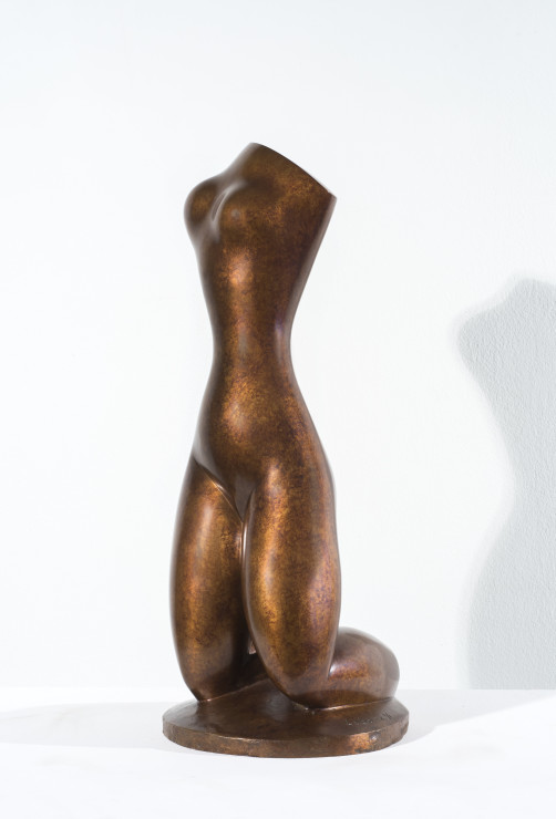 "<span class=""artist""><strong>Baltasar Lobo</strong></span>, <span class=""title""><em>Torse à genoux</em>, 1976</span>"