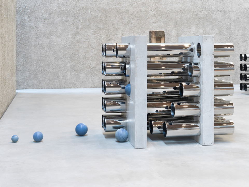 Alicja Kwade Multi-Teller (20) (Orgel), 2018 polished stainless steel pipes, concrete, macauba balls 155 x 119 x 180 cm 61 1/8 x 46 7/8 x 70 7/8 in