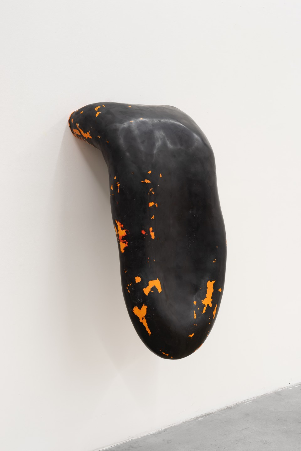 Image: Loup Sarion  Nude (black magic/afterglow), 2019  fiberglass, resin, pigment  22 x 47 x 18 inches (55.9 x 119.4 x 45.7 cm)