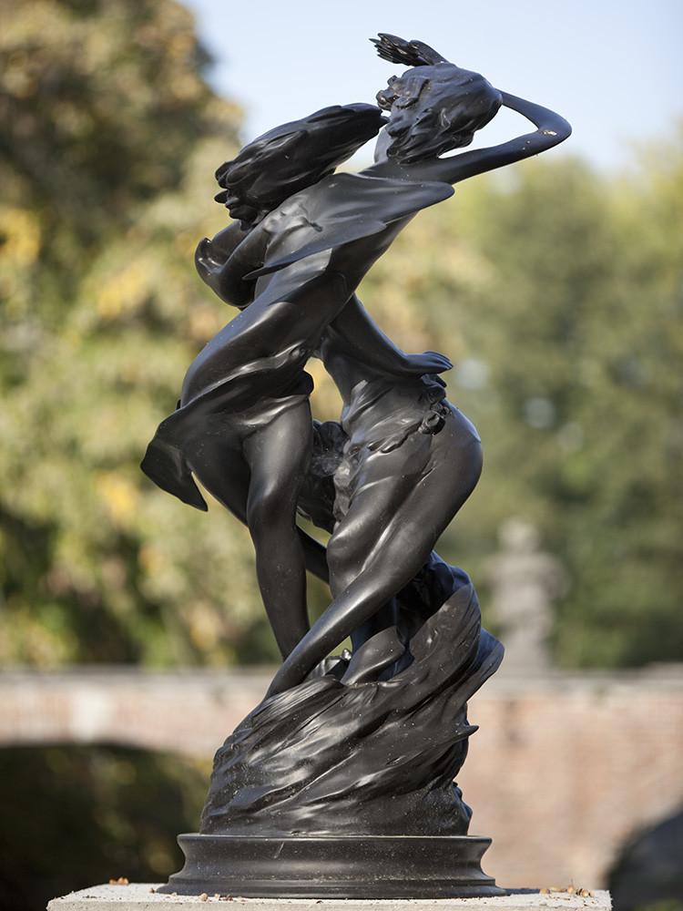 Wim Delovye  Daphnis & Chloë Counterclockwise, 2009  Patinated bronze  165 x 85 cm 65 x 33 1/2 in