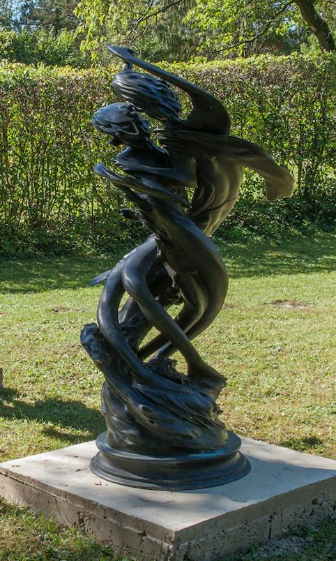 Wim Delovye  Daphnis & Chloë Clockwise, 2009  Patinated bronze  165 x 85 cm 65 x 33 1/2 in