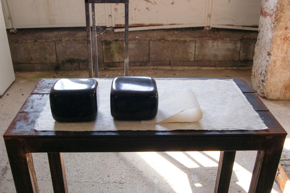 Markus Redl, Stein 96-97 [Granit und Papier anordnen], 2009