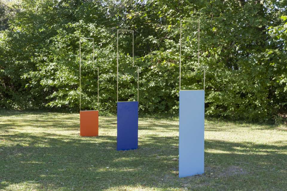 Amy Stephens Changing of the Guards, 2018 polished stainless steel, painted steel 180 x 40 cm (three parts)