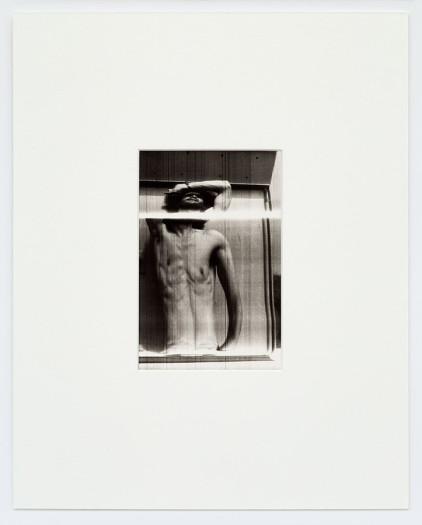 Paolo Gioli, Fotofinish / Corpo che oscilla dal braccio (Sebastiano), 1974