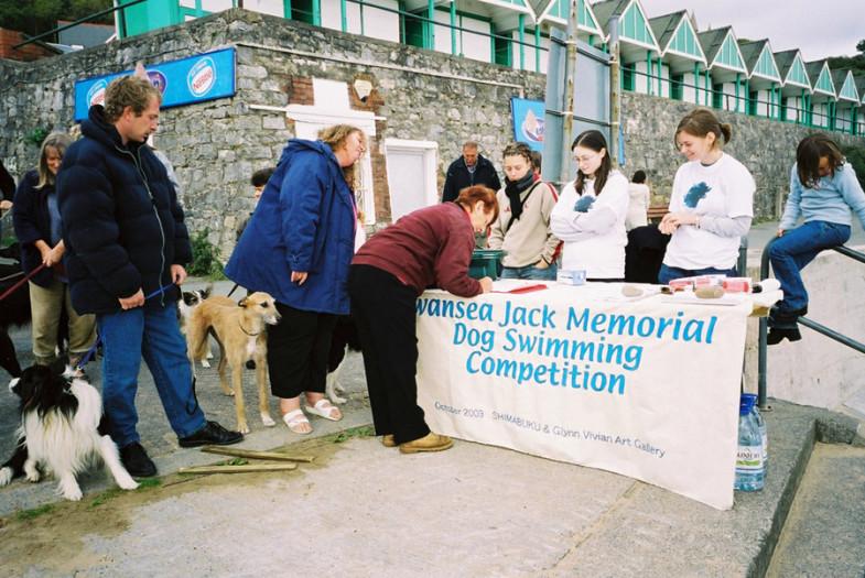 Shimabuku, Swansea Jack memorial Dog Swimming Competition, 2003