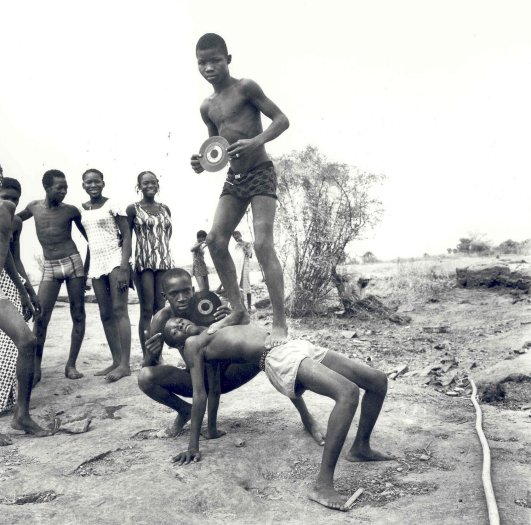 Malick Sidibé, Picnic at the Chaussée, 1972 / 2010