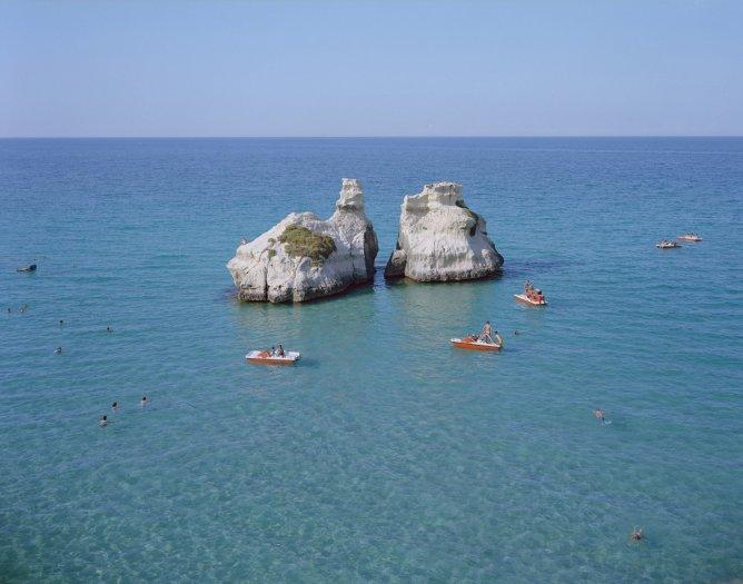 Massimo Vitali, Le Due Sorelle Paddle Boats, Spain (#4525), 2011